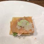 東京風月堂 - 甘みのある食パン、酸味のあるサラダ、旨味たっぷりのサーモンと、一口で、たくさんの味覚を楽しめ、とても美味しくいただきました(╹◡╹)