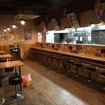 麺や樽座 - テーブル席とカウンター席があります!