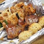 やきとり鳥次郎 - 料理写真:お持ち帰りのタレ・塩セット