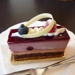 12922959 - フランボワーズと、チョコのケーキ
