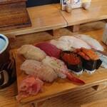 びっくり寿司 - 料理写真:特上生寿司(大)スペシャル 1,900円(税別)