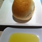 12923089 - 自家製パン、オリーブオイル
