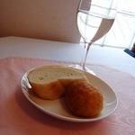 12923539 - パンと白wine