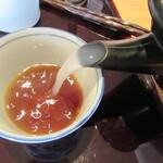 あおい - 蕎麦湯を注ぐ