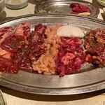 平和園 - 色々な肉