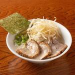 らーめん専門店 小川 - ねぎ半ちゃーしゅー麺