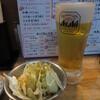 まるまさ家 - 料理写真:生ビール(税別390円)とお通しのキャベツ