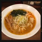 威風 - 海老ワンタン麺 890円