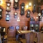 緑の館 - 古時計やアンティーク家具に囲まれた素敵な喫茶店