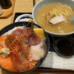 すみれ - 本日の海鮮丼1,400円