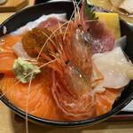 すみれ - 海鮮丼アップ