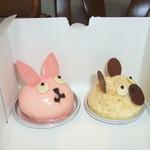 Quatre-Quarts - うさこのいちごケーキ(左)とくまさんのチーズケーキ(右)