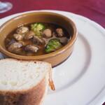 La Picada de tres - マッシュルームと野菜のアヒージョ