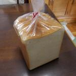 129255183 - 白の角食パン