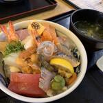 マルトモ水産 鮮魚市場 - スペシャル海鮮丼*ଘ(੭*◕ฺω◕ฺ)੭*ੈ¥2200円・:*+.:+