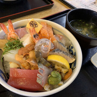 マルトモ水産 鮮魚市場 - 料理写真:スペシャル海鮮丼*ଘ(੭*◕ฺω◕ฺ)੭*ੈ¥2200円・:*+.:+