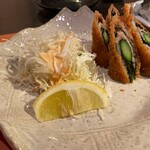 かかし - アスパラを肉と大葉で巻いて揚げたもの