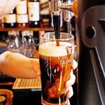 マンインザムーン - 定番の黒ビール!パーフェクトパイントのクリーミーな味わいを満喫!