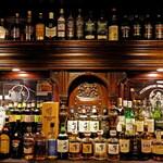 マンインザムーン - ウイスキーやカクテルなど、ドリンクは圧巻の品揃え!