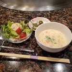 129268837 - スープと、サラダ