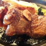 キッチンきむら - 4種のステーキ 角度を変えて 右から牛 チキン ポーク ハンバーグ
