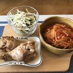 cafe やお亭 - 鶏手羽のさっぱり煮 トマト煮込みハンバーグ キャベツとジャコのピリ辛サラダ