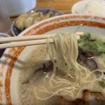 めんくいや - 麺は細麺ストレート