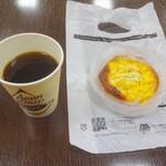 カンテボーレ - コーンマヨパン、ホットコーヒー