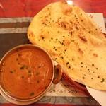 インドレストラン マディナ - チキンカレーとガーリックナン