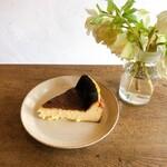 NECO QAVREENO - バスクチーズケーキ