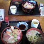 活漁レストラン藤 - 画像悪くてごめんなさい。海鮮丼です。