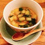 皿然 - お通しは季節の茶碗蒸し。
