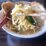 麺場 田所商店 - 仙台味噌炙りチャーシュー麺 麺アップ