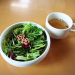 129326600 - ランチのサラダとスープ