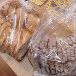 イットクベーカリー - 料理写真:フランスパンとライ麦パン