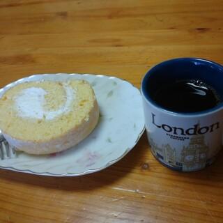 パティシエゲンタロウ - 料理写真:濃いコーヒーとともに