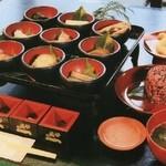 せきのいち - 料理写真:藤原時代の食を再現した歴史復元食です。平泉時代の食を楽しんでください。