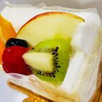 シャトレーゼ - 料理写真:フルーツケーキ
