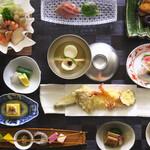 屋形船 晴海屋 - 料理写真:一品一品手作りの彩り鮮やかな会席料理でおもてなしします