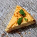 129362152 - 期間限定・テイクアウトのチーズケーキ(スピローズ 蒲田)