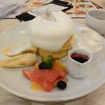 Butter - ミックスフルーツのホワイトタワーパンケーキ