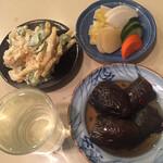 鈴傳 - マカロニサラダ、お新香、茄子の煮浸し