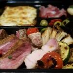 129366930 - 静岡県産和牛イチボ炭火焼き、シャラン鴨炭火焼き、山形県産平田牧場金華豚、野菜のグリル