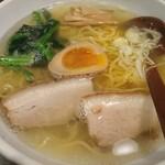 らーめん初代一国堂 - 料理写真:しおらーめん770円