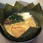 松平 - 料理写真:魚介ラーメン海苔増し 930円