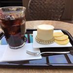 ふなわかふぇ - お芋のレアチーズケーキセット760円。ケーキ、さつまいもチップス、ミルクポーロ?、ドリンクのセットです。観光地?としてはリーズナブルですね(^。^)