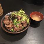 精肉・卸の肉バルSanoso - 炭火焼きハラミ丼 330g  ご飯大盛り ¥1250