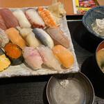 寿司・居酒屋 海福 - 寿司と味噌汁&冷や奴