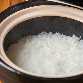 とんかつと相性ぴったり!炊き立ての土鍋ごはんやこだわりの豚汁