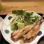 魚料理 渋谷 吉成本店 - おかずを2品選べる定食1200円(税込み)。河豚唐揚げ。揚げたての唐揚げは食欲を増進させますね。されなくてもありますが(笑)